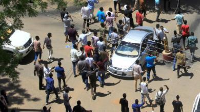 Photo of السودان.. حظر تجول ولجنة الأطباء تعلن مقتل 5 باحتجاجات الخرطوم