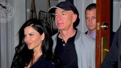 Photo of أول ظهور علني لمؤسس أمازون وعشيقته في ليل نيويورك