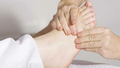 Photo of في هذه الحالات يعتبر تورّم القدمين مؤشر خطر