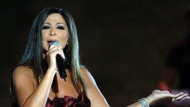Photo of إليسا تنفعل على فرقتها الموسيقية أمام الجمهور