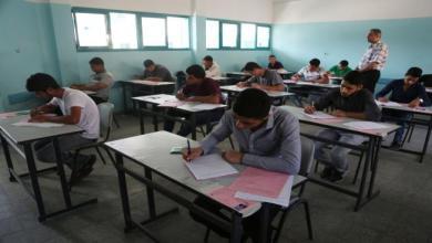 Photo of 76130 طالباً في المدارس الفلسطينية يتقدّمون اليوم لامتحان الثانوية العامة