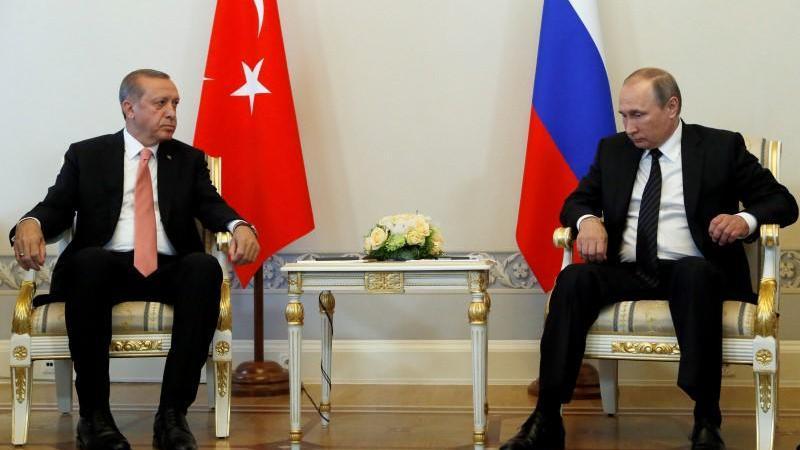 أردوغان وبوتين يبحثان الوضع في شمال شرق سوريا