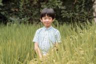 الأمير الياباني هيساهيتو في حقل أرز في قصر في طوكيو يوم 10 اغسطس اب 2016. صورة لرويترز تستخدم في الأغراض التحريرية فقط. تستخدم الصورة في الأغراض التحريرية فقط. يحظر بيع الصورة للحملات التسويقية او الدعائية