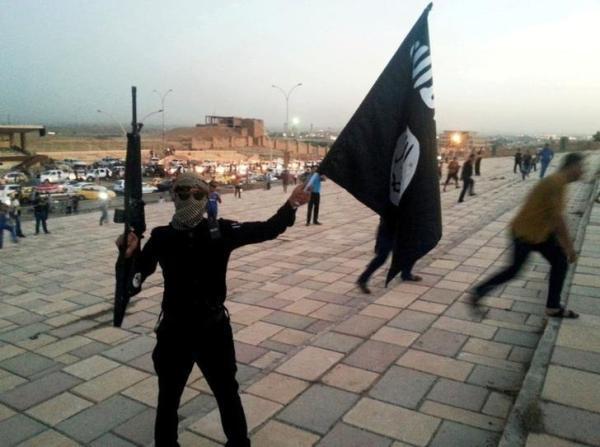"مقاتل من ""داعش"" في الموصل"