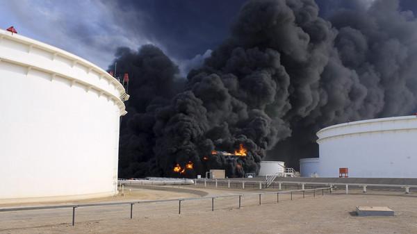 السيطرة على النفط تؤجج الصراع السياسي في ليبيا