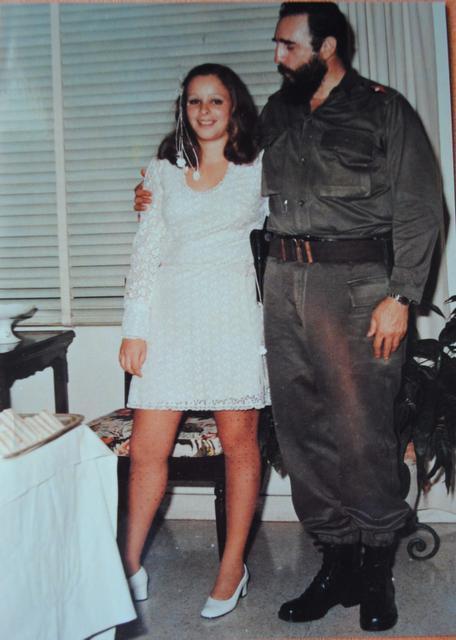 ألينا فرنانديز مع أبيها فيدل كاسترو