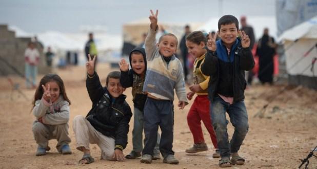 أطفال لاجئون سوريون في أحد المخيمات