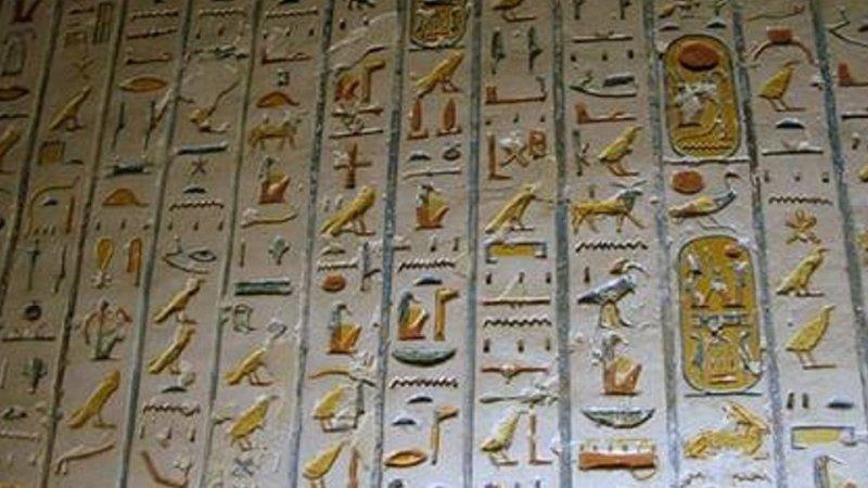 المصريون يتحدثون الهيروغليفية حتى اليوم