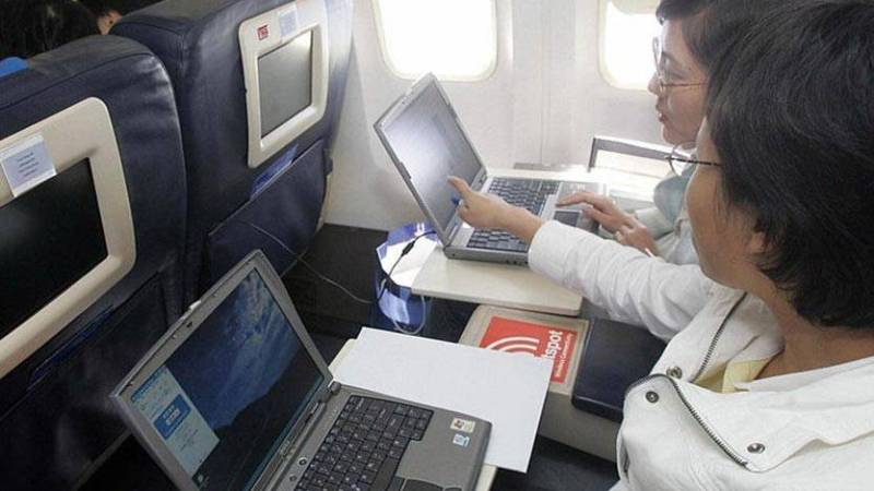 أوروبا تبحث حظر الأجهزة الالكترونية في الطائرات