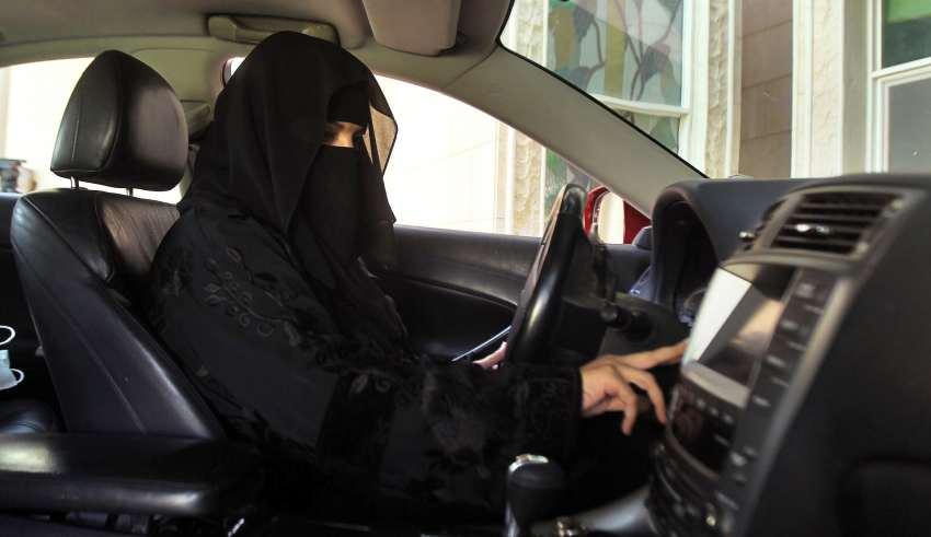 فتاة سعودية تشترط سيارة مهراً لها في عقد الزواج