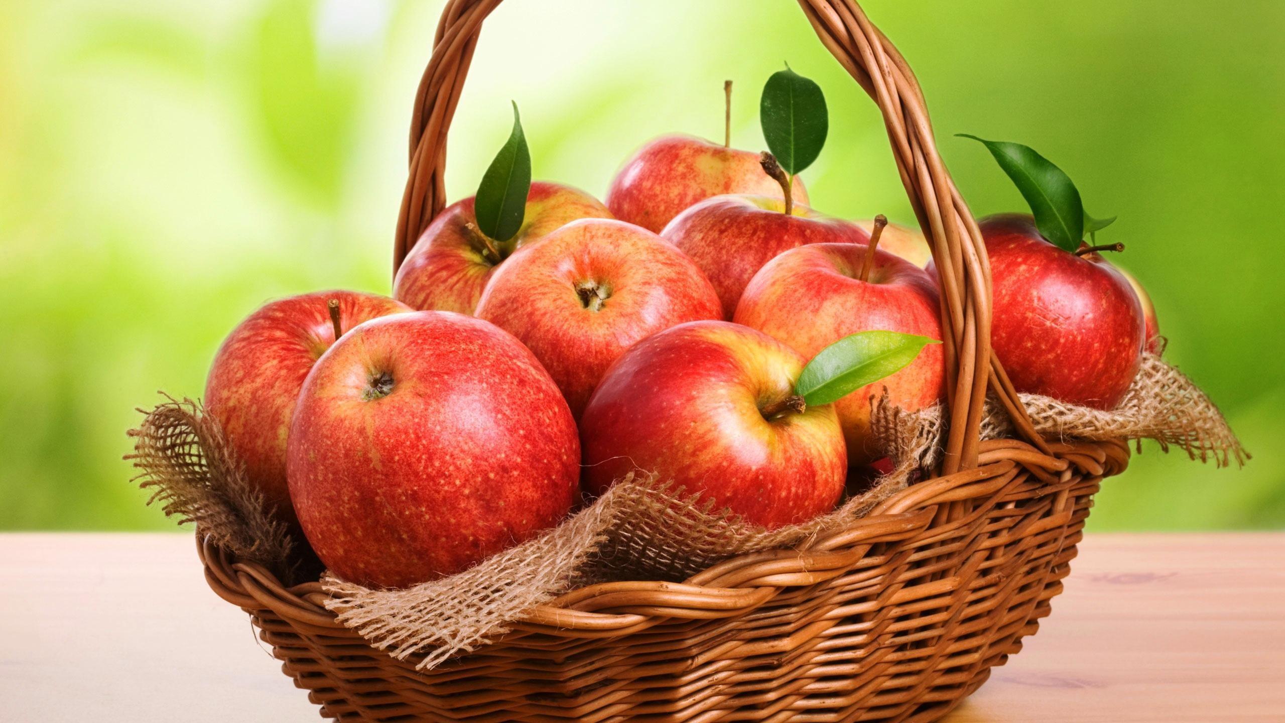 غسل التفاح بالماء لا يزيل المواد الكيماوية.. إليك الحل