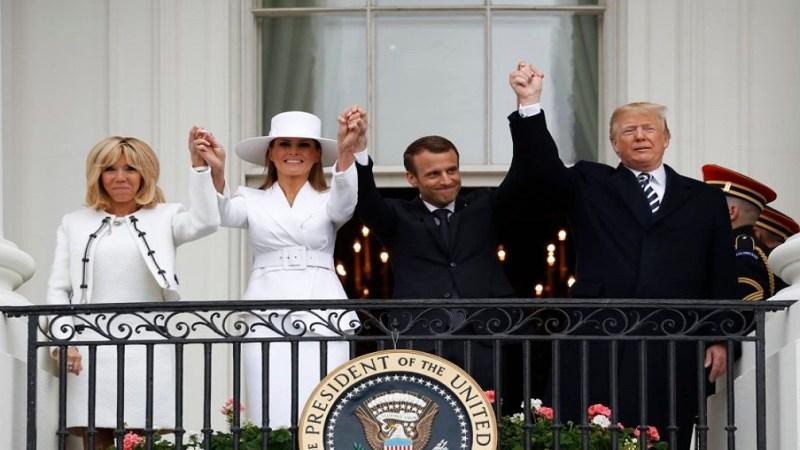 ميلانيا توقع ترامب في حرج جديد أثناء استقبال ماكرون (فيديو)