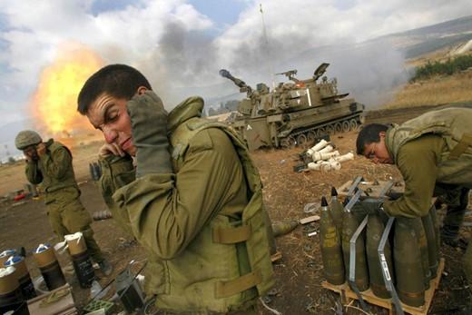 إطلاق أكثر من 30 صاروخاً على غلاف غزة، واستمرار الهجمات الإسرائيلية على القطاع