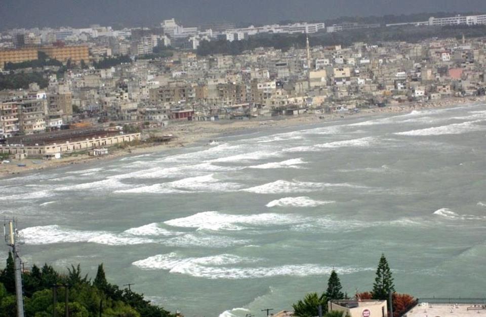 التايمز: هذا ما تريده إيران من ميناء اللاذقية السوري