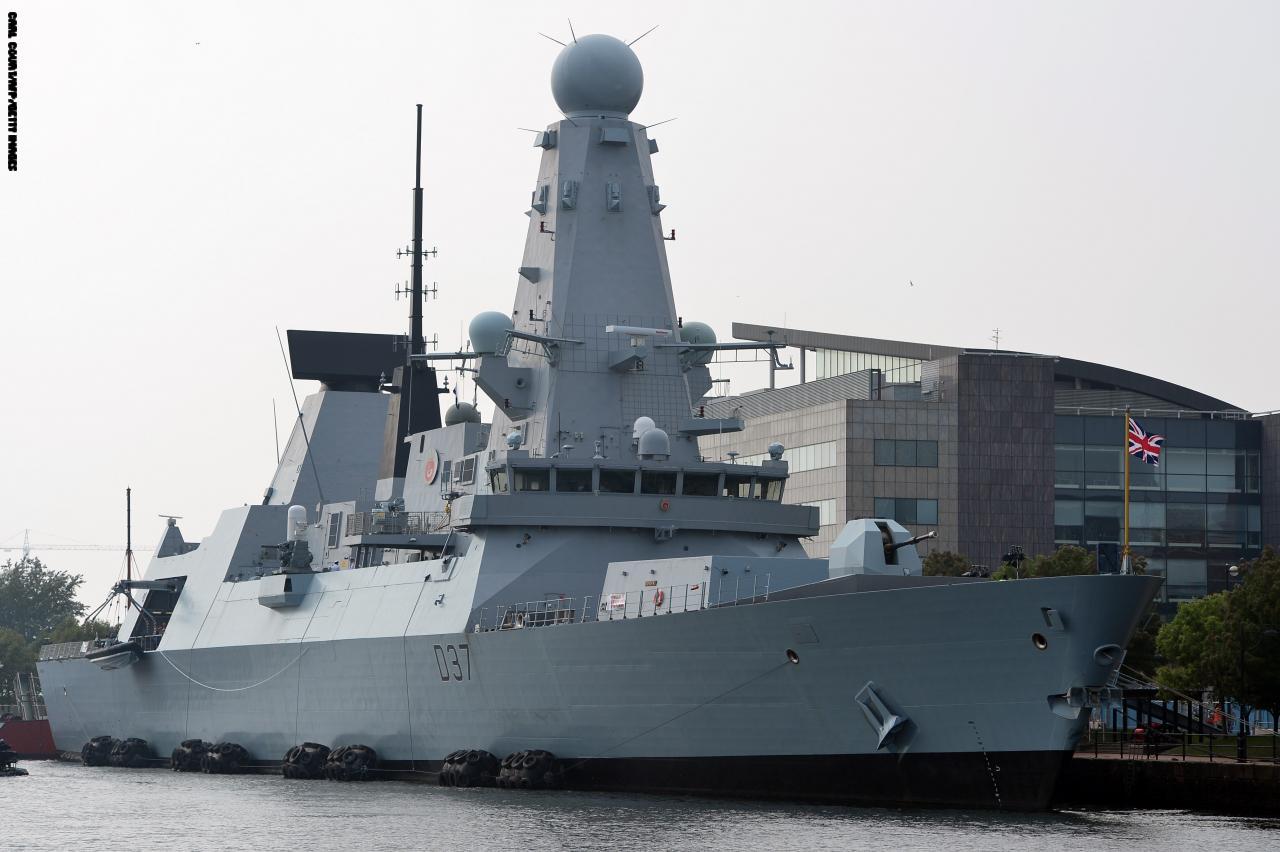 سفينة حربية بريطانية جديدة تصل الخليج لتأمين حركة الملاحة