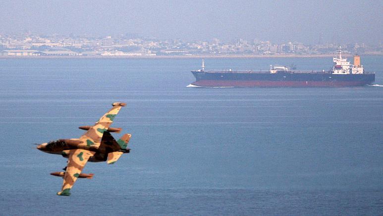 سقوط مقاتلة إيرانية في مياه الخليج قبالة بوشهر جنوبي البلاد