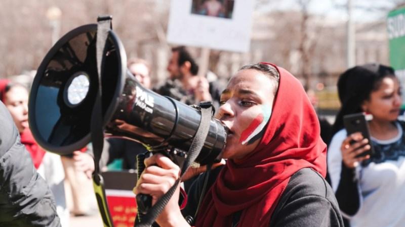 """السودانيّون يواجهون """"أقدار التاريخ"""""""
