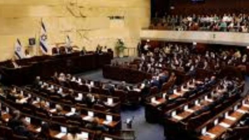 القائمة المشتركة تناقش إمكان ترشيح غانتس لتأليف الحكومة المقبلة