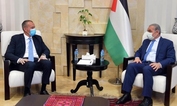 ملادينوف يزور رام الله ويحذر من انهيار السلطة الفلسطينية