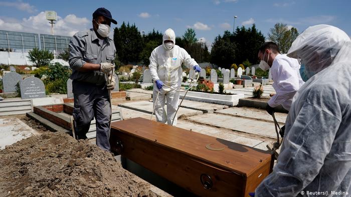 الولايات المتحدة تقترب من نصف مليون حالة وفاة بسبب كورونا