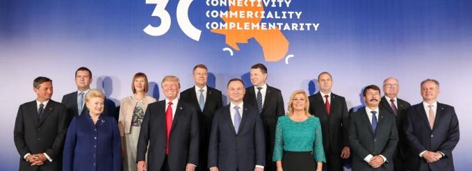 """""""ستراتفور"""": واشنطن تكثف الدعم المالي لأوروبا الوسطى والشرقية لمواجهة الصين وروسيا"""