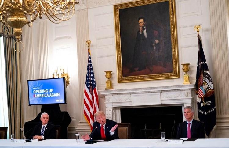 طبيب الرئيس الأميركي: ترامب لم يعد ناقلا لعدوى كورونا