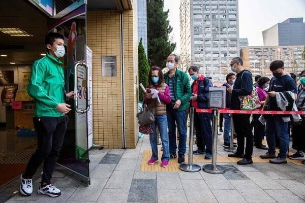 """""""نيويورك تايمز"""": المسار السريع للحصول على تأشيرة: أخذ لقاح صيني"""