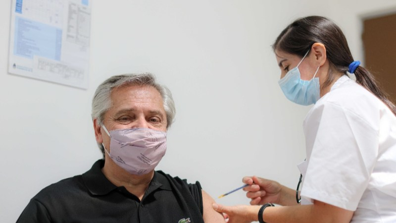 رغم تلقيه جرعتين من اللقاح الروسي.. الرئيس الأرجنتيني يعلن إصابته بكورونا