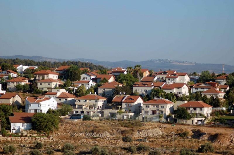 إقامة بؤرة استيطانية جديدة غير قانونية على أراضي 3 قرى فلسطينية