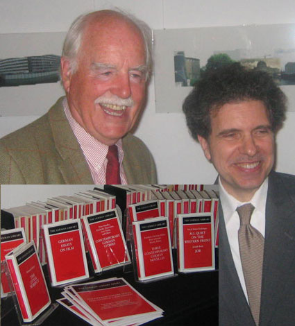2007: Linz, who founded the German Library, with the series editor Evander Lomke at the reception celebrating the imprint's 25th anniversary.