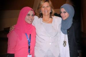Rettore UNINETTUNO Anna Maria Garito con studenti Arabi 02