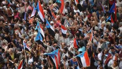 Photo of مئات الآلاف الجنوبيين يتظاهرون في عدن للمطالبة بالانفصال عن شمال اليمن