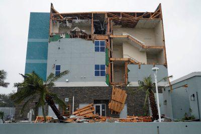 2242727-جانب-من-أثار-الإعصار
