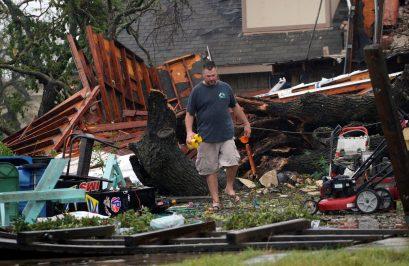 2392168-جانب-من-أثار-الإعصار-(2)
