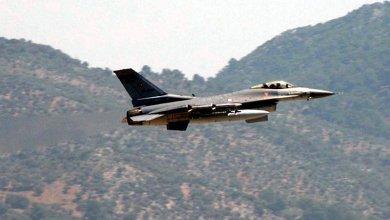 Photo of تحطم طائرة تدريب عسكرية تركية في مدينة إزمير .