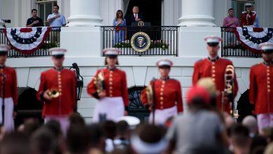 Photo of ترامب وزوجته يحتفلان مع الأميركيين في البيت الأبيض بيوم الاستقلال
