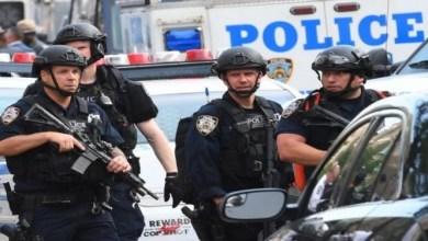 Photo of شرطية تقتل شابًا دخلت شقته عن طريق الخطأ