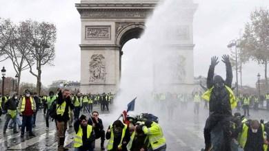 """Photo of احتجاجات """"السترات الصفراء"""" تؤجل 6 مباريات في الدوري الفرنسي لكرة القدم"""