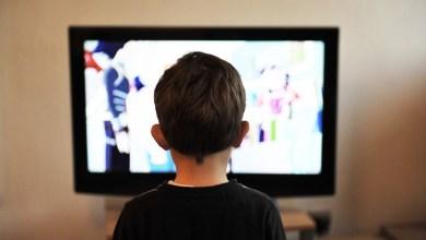 Photo of جلوس الطفل كثيرًا أمام التلفزيون يعرضه للأمراض السلوكية