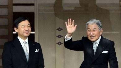 Photo of الإمبراطور الياباني يتنازل عن العرش لولي العهد لأول مرة منذ 200 عام