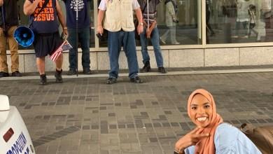 Photo of فتاة مسلمة تواجه مناهضين للإسلام برد غير متوقع