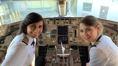Photo of صورة لأم وابنتها يقودان طائرة تشعل مواقع التواصل الاجتماعي