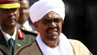 Photo of جاء بانقلاب وذهب بانقلاب.. عمر البشير يواجه مصيرًا مجهولاً بعد 30 عامًا في حكم السودان