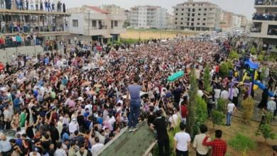 Photo of تشييع جثمان عبد الباسط الساروت منشد الثورة السورية وحارسها