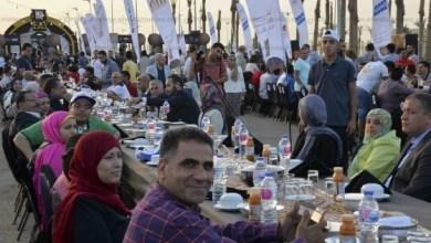 Photo of مصر تسجل رقمًا قياسيًا بأطول مائدة إفطار في العالم