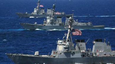 Photo of البحرية الأمريكية تطلق تحذيرًا للسفن العابرة بمضيق هرمز