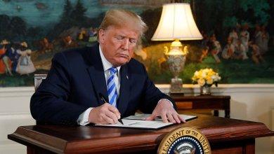 Photo of ترامب يوقّع مرسومًا يسمح بمعرفة جنسية كل سكان أمريكا