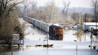 Photo of الهند: إنقاذ 700 راكب من قطار تحاصره مياه الفيضانات