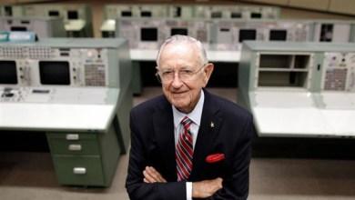 Photo of وفاة كريس كرافت أول مدير لرحلات وكالة ناسا للفضاء عن 95 عامًا