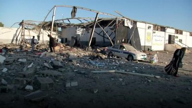 Photo of معارك طرابلس تعيد مأساة المهاجرين الأفارقة في ليبيا إلى الواجهة
